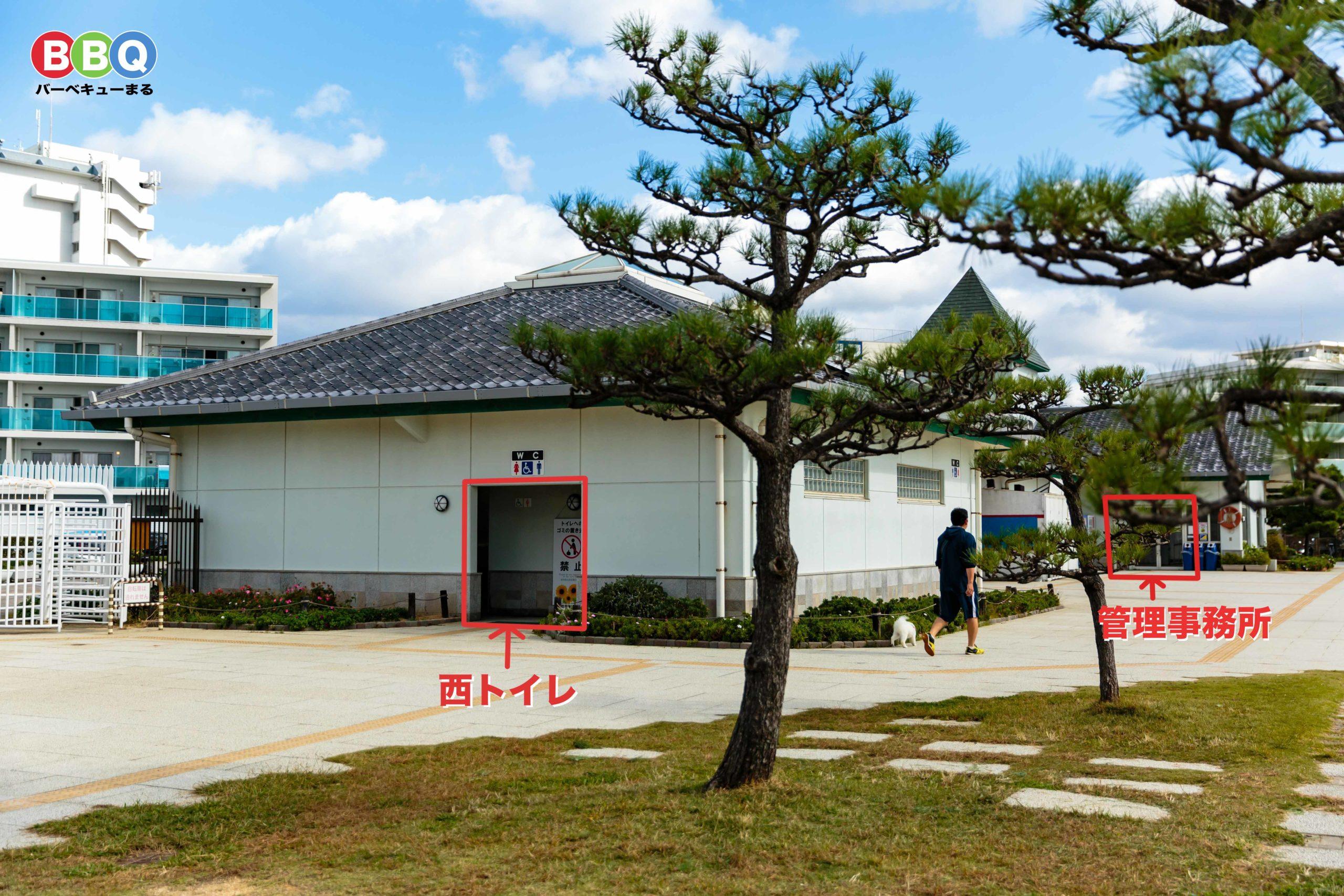 アジュール舞子の西トイレと管理事務所