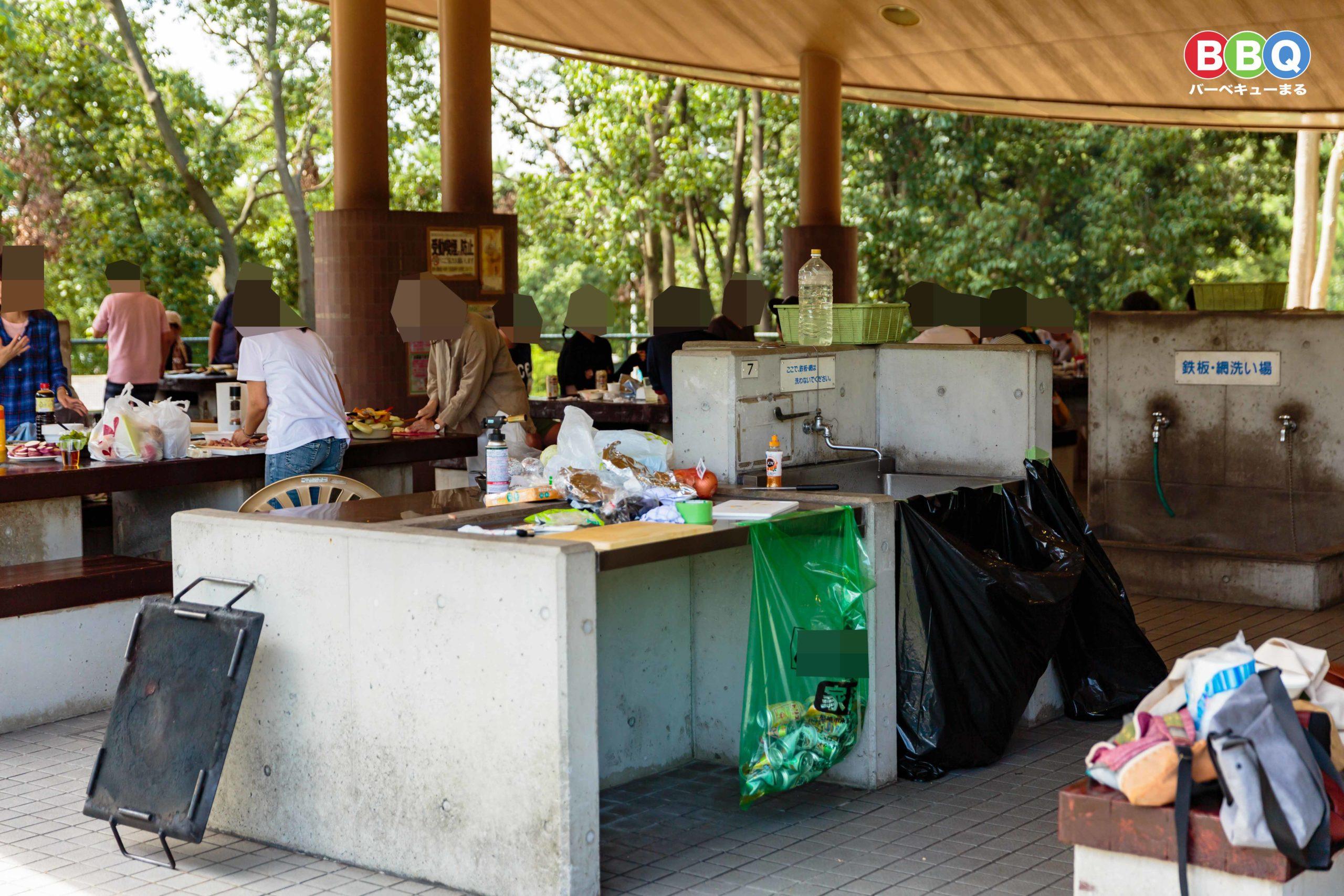 服部緑地バーベックマルシェ屋内常設席の調理場