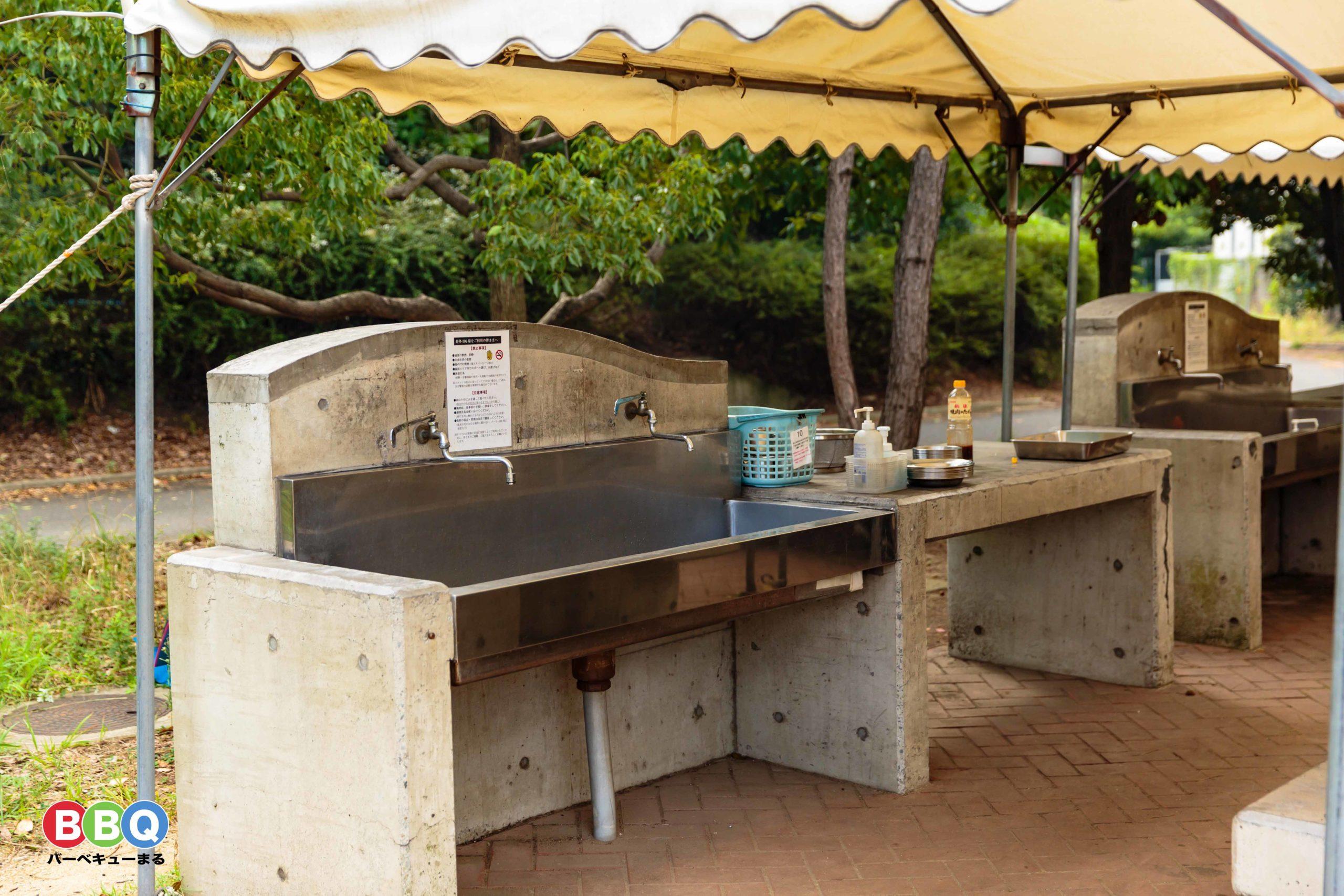 バーベキューガーデン羽衣のテント下サイトの調理台