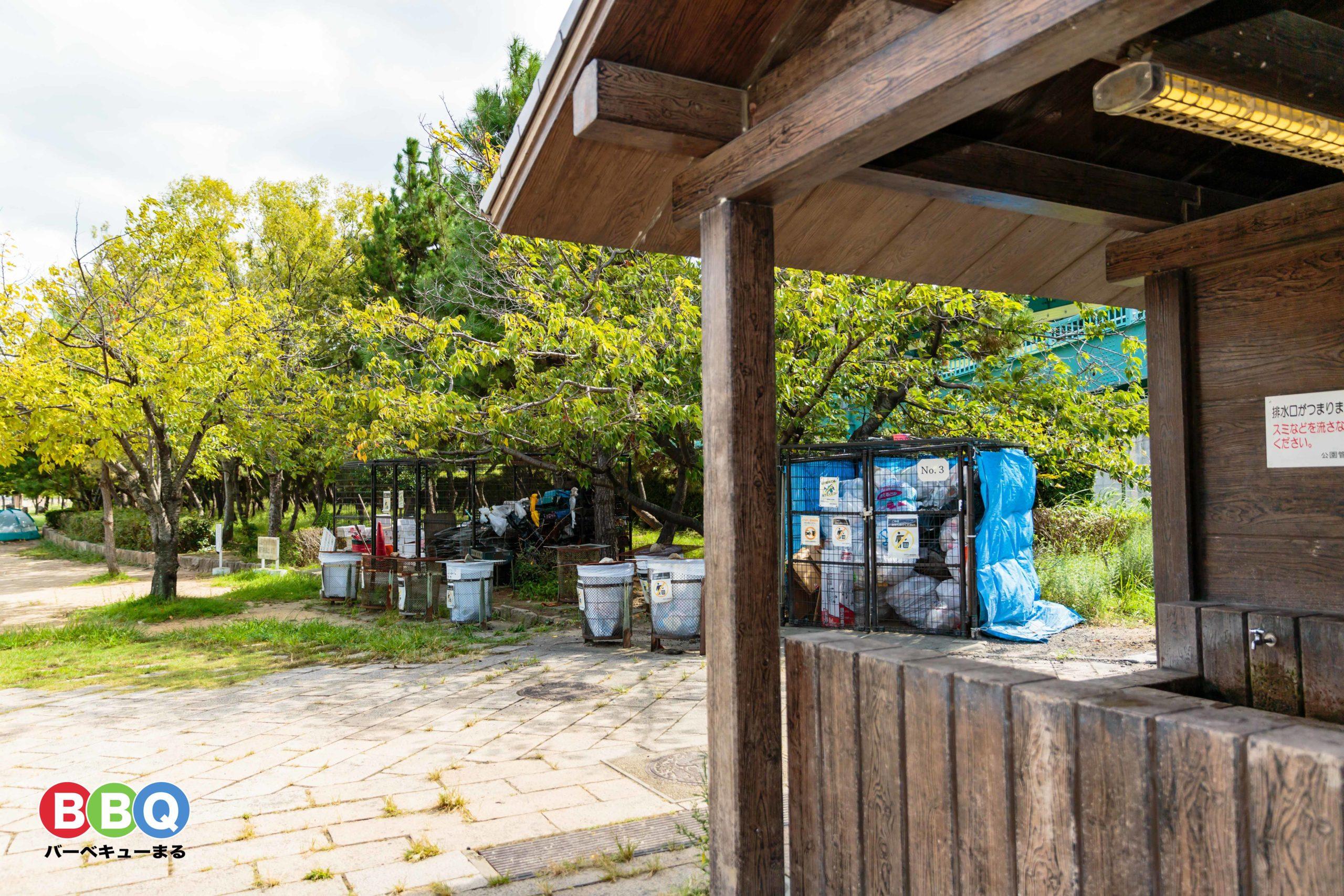 甲子園浜海浜公園沖地区のゴミの仮置場