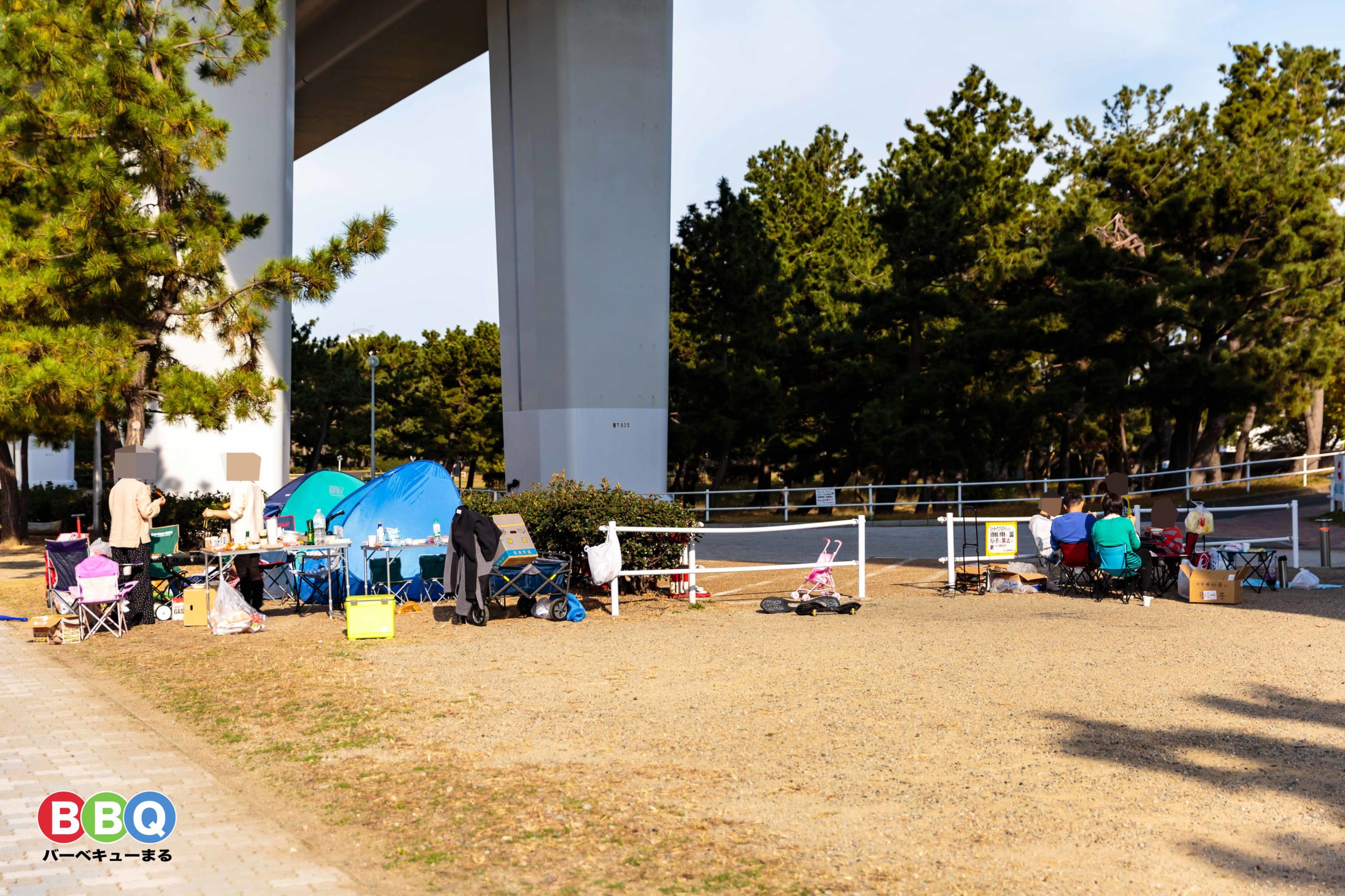 二色の浜中央エリア無料BBQ可能区域でBBQする人たち